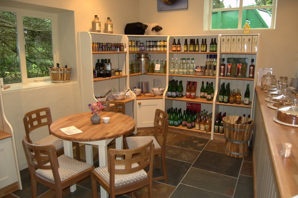 Shop fittings in yeovil donovan kitchens and joinery for Kitchen design yeovil